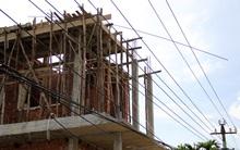 Bị điện giật rơi từ độ cao hơn 12 mét, người đàn ông nguy kịch