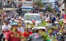 Chùm ảnh: Kẹt xe kéo dài khi tháo dỡ cầu Nhị Thiên Đường gần 100 tuổi ở Sài Gòn