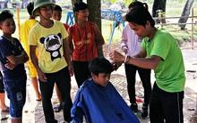 Chàng trai đạp xe xuyên Việt để cắt tóc miễn phí cho người nghèo trong suốt 1 năm