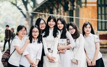 Mùa bế giảng nào, nữ sinh Chu Văn An cũng làm người ta ngẩn ngơ trong tà áo dài trắng