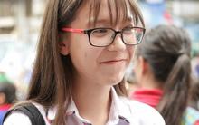 Nữ sinh lai cực xinh gây chú ý tại điểm thi THPT quốc gia 2017 ở TP. HCM