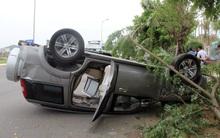 Đà Nẵng: Ô tô lật ngửa, xe máy nát bét sau cú va chạm kinh hoàng
