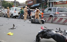 """Chùm ảnh: Hiện trường vụ xe ô tô """"điên"""" tông liên hoàn 9 xe máy ở Sài Gòn"""