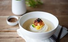 Không chỉ có bánh gạo và kimchi, ẩm thực Hàn Quốc còn có món mì thanh tao, đẹp tựa tranh như này cơ