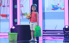"""Mới 5 tuổi mà cô bé này đã đóng vai """"bỏ nhà đi bụi"""" cực kỳ """"chuyên nghiệp""""!"""