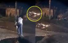 Clip: Chú chó nhỏ bị cá sấu cắn chết khi đang cố gắng bảo vệ chủ