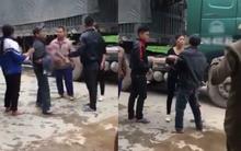 Yên Bái: Bố gào khóc thảm thiết ôm thi thể con trai 2 tuổi bị xe tải cán tử vong