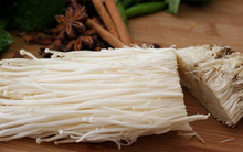 Cách tự trồng nấm kim châm tại nhà từ gốc nấm thừa vô cùng đơn giản
