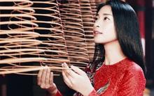 """Tạm quên hình ảnh """"đả nữ"""" đi, Ngô Thanh Vân diện áo dài dịu dàng và cuốn hút đến thế này!"""