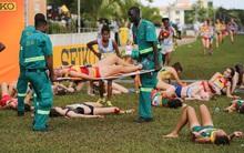 Nữ VĐV tuổi teen ngã quỵ hàng loạt vì kiệt sức khi cán đích