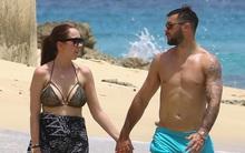 Cầu thủ Ngoại hạng Anh bị vợ tố ngoại tình khi cả hai đi du lịch