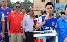 """Đội bóng của """"cha con Phan Thị"""" rủ nhau đi làm từ thiện"""