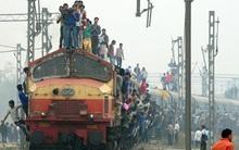Tai nạn tàu hỏa kinh hoàng tại Ấn Độ làm hơn 100 người thương vong