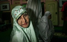 Chùm ảnh: Cuộc sống tủi nhục của người chuyển giới Indonesia