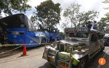 Xe buýt đâm cột điện, 14 người chết thảm