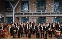 Dàn nhạc giao hưởng London biểu diễn tại phố đi bộ Hà Nội