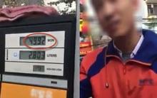 Clip: Đổ xăng thiếu 80 đồng, người đàn ông quyết đòi bằng được
