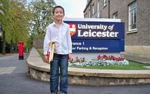 Mới 14 tuổi, cậu bé đã có công việc giảng dạy tại trường đại học danh tiếng bậc nhất nước Anh