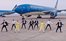"""Khi nhân viên Vietnam Airlines nhảy điệu """"Bống bang"""": Làn gió trẻ trung thổi vào """"lão tướng"""""""