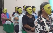 Thái Lan: Để tránh ngại ngùng, các bệnh nhân đeo mặt nạ sát thủ khi đi khám bệnh