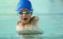 Cậu bé 6 tuổi cụt cả 2 tay vẫn khiến bao người ngưỡng mộ khi làm chủ đường đua xanh