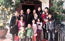 Gặp người phụ nữ đã có 13 con, vào Sài Gòn lại sinh đôi lên 15 đứa: Biết là đông con vất vả nhưng chúng tôi rất vui
