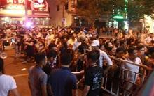 """Đà Nẵng: Nhiều khán giả """"ngậm đắng"""" không được vào cổng vì mua phải vé xem pháo hoa giả"""