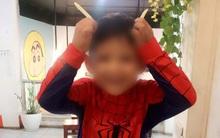 Bé trai 5 tuổi bị tự kỷ sốc tâm lý do bố mẹ hay quát mắng, ép học trước chương trình lớp 1