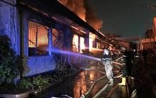 TP. HCM: Hàng trăm chiến sĩ PCCC nỗ lực dập lửa tại công ty Dệt may ở quận Bình Tân
