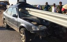Cảnh tượng xe ô tô bị thanh chắn đường đâm xuyên trực diện khiến nhiều người rùng mình sợ hãi