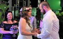 Hôn lễ nhanh chóng diễn ra trong vòng 24 giờ nhưng không một ai cười nổi, chỉ có nước mắt mà thôi