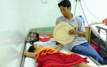 Vụ tai nạn khiến 16 người thương vong: Vợ gãy chân, con gái bị xuất huyết não cha tất tưởi từ quê lên Sài Gòn chăm con