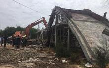 Sập giàn giáo, 4 công nhân bị vùi trong đống đổ nát