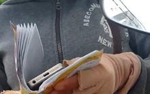 """Màn kịch của cặp vợ chồng cầm iPhone 7 """"rởm"""" lừa nữ công nhân"""