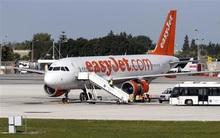 Máy bay hạ cánh khẩn vì cuộc nói chuyện lạ của hành khách