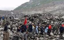 Bé 38 ngày tuổi cứu cả nhà thoát chết vụ lở đất kinh hoàng ở Trung Quốc