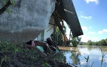 Ảnh: Cảnh tan hoang sau sạt lở kinh hoàng, 5 ngôi nhà bị kéo tụt xuống sông
