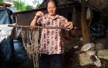 """Chuyện người phụ nữ gần 50 năm """"cướp cơm Hà Bá"""""""