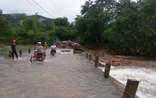 Gần 100 người tìm kiếm Bí thư thôn bị nước lũ cuốn trôi