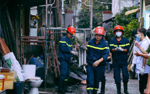 Cận cảnh hiện trường vụ cháy kinh hoàng ở Sài Gòn: Cảnh sát PCCC buồn đau vì không cứu được 3 mẹ con