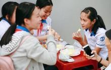 """Quán xoài mắm ruốc bà Tám """"huyền thoại"""", hơn 20 năm gắn bó với nhiều thế hệ học sinh Huế"""