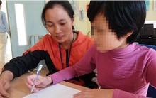 """Bé gái 11 tuổi bị mẹ nhốt không cho đi học: Sau 1 năm """"giải cứu"""" đã biết rất nhiều phép tính"""