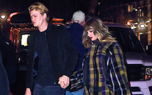 Cuối cùng Taylor Swift đã công khai nắm tay chàng bạn trai mà cô hẹn hò bí mật suốt 1 năm qua