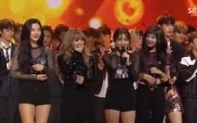 """Nghi vấn SM nhúng tay để Red Velvet có một chiếc cúp """"danh dự"""" cho đợt quảng bá flop"""