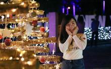 Hàng trăm bạn trẻ đổ xô về khu vườn ánh sáng lung linh độc nhất Sài Gòn giữa tiết trời se lạnh