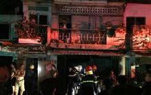 Rạng sáng ngày cuối năm, hàng loạt căn nhà dọc kênh Đôi ở Sài Gòn bốc cháy, nhiều tài sản của người dân bị thiêu rụi