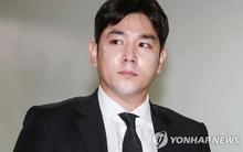 Hết ẩu đả, lái xe gây tai nạn, Kangin (Super Junior) lại bị đưa vào đồn vì hành hung bạn gái