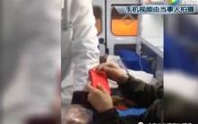 Nhân viên cấp cứu yêu cầu người nhà đưa phong bì rồi mới chuyển bệnh nhân tới bệnh viện