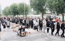 Gần 1.000 bạn trẻ xếp hàng dài, có người xếp từ đêm tới sáng sớm để vào sự kiện hoành tráng của HNBMG