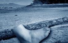 16 chiếc chân người trôi dạt vào bờ biển: Bí ẩn rùng mình chưa có lời giải đáp của thế kỷ 21